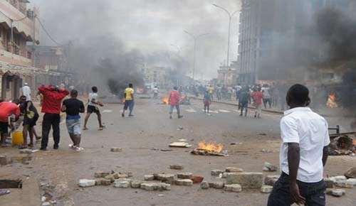 manif-cst-repression-policiere-12-juin-2912-14