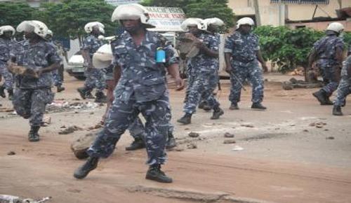 policiers_manif_etudiants