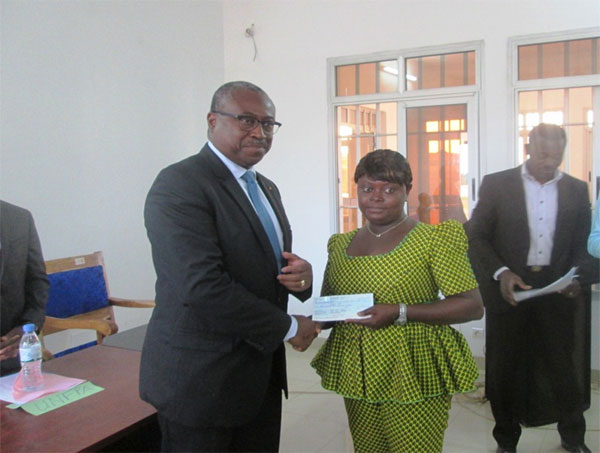 Guy_Madje_Lorenzo_remise_cheques