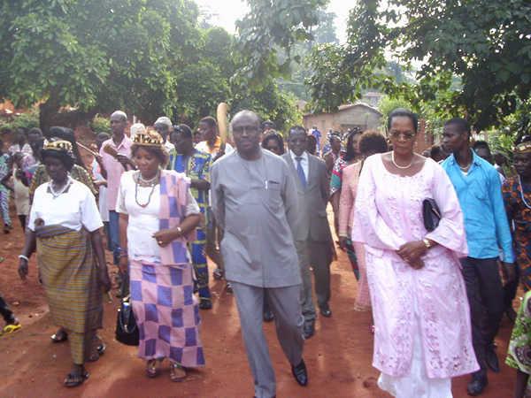 Guy Madjé Lorenzo (c) et Cie lors l'édition 2016 de la fête traditionnelle Gbagba à Apégamé, le village de la mère de Sabine Mensah, la mère de F.E.G., lui-même absent | Photo : Radio Lomé