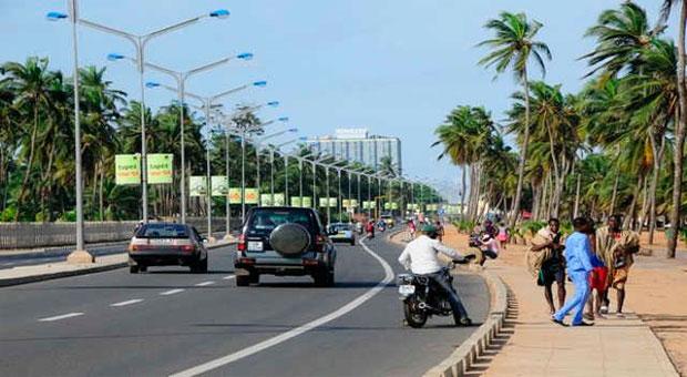 Photo d'une rue dans la capitale Lomé pour illustrer
