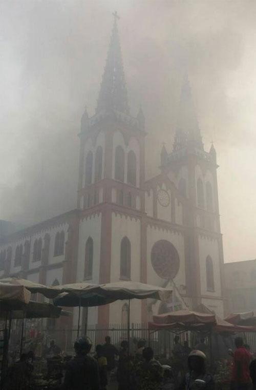 cathedrale_lome_feu