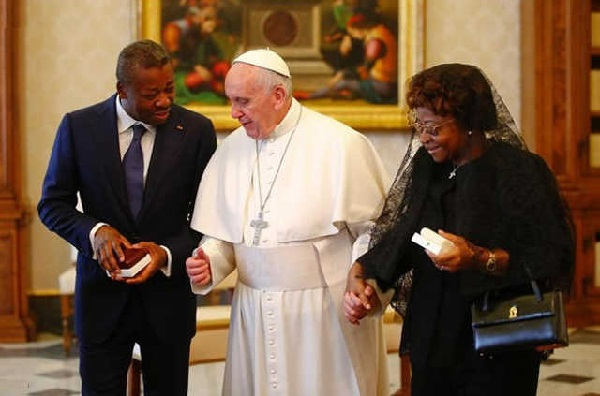 phot | archive : Faure et sa maman Sabine au Vatican