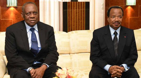 L,'ex-président de la CAF Issa Hayatou et le président camerounais Paul Biya
