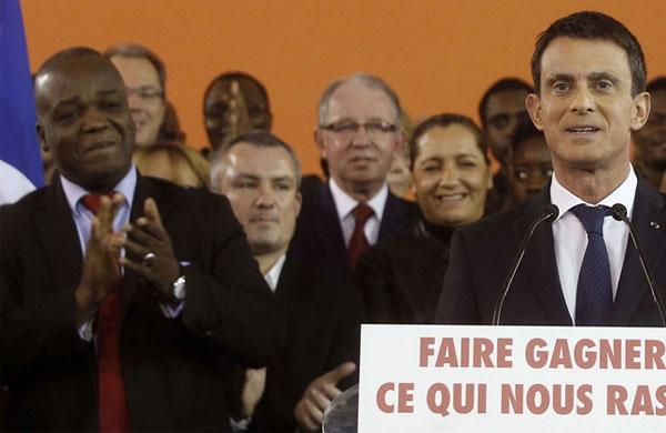 De gauche à droite, au premier rang, on retrouve Pacôme Yawovi Adjourouvi, avocat pénaliste d'origine togolaise et premier adjoint au maire