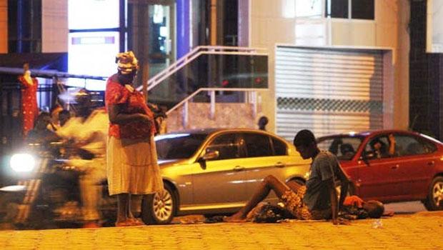 Scène de rue nocturne quelque part au Togo | Photo : S.A/L