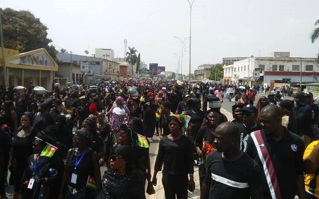 Togo: des milliers de femmes manifestent contre le pouvoir à Lomé