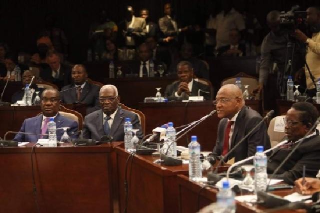 Dialogue politique : Le piège permanent / Le combat entre deux visions du Togo