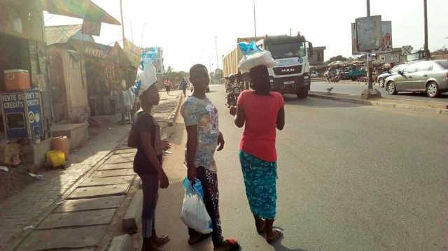 Togo : L'achat des consciences continue au parti pourri du RPT-UNIR. Des sacs de riz « Faure » distribués à agoenyivé vendredi