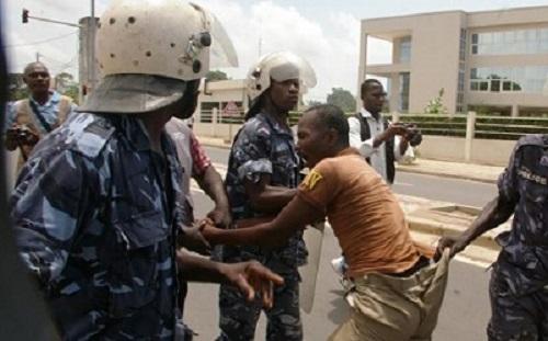 Togo : Tortures et violences militaires sur les personnes arrêtées et gardées au camp de la Gendarmerie : Le récit poignant et écœurant d'une victime… « On nous arrosait d'eau pour nous empêcher de dormir