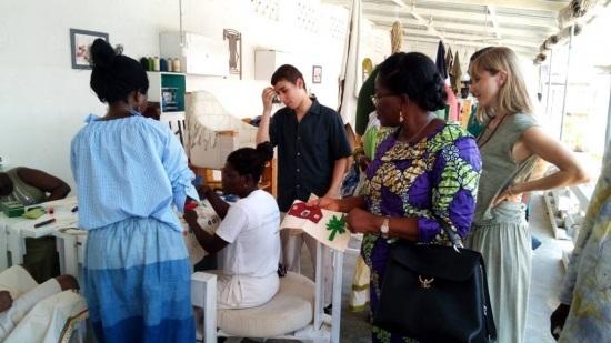 Culture : La ministre Victoire Tomegah-Dogbé sous le charme des oeuvres du club des métiers d'art et d'artisanat de Kpogan Agodekè