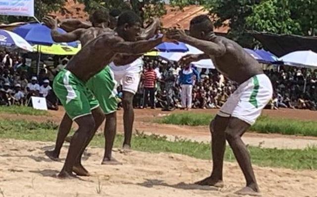 Des lutteurs ce samedi sur le terrain de Kagnala.