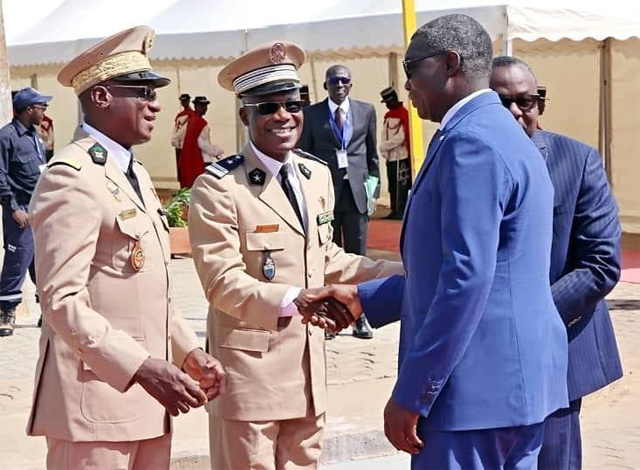 Yark Damahame saluant Massina Yotroféi et Abalo Kadanga