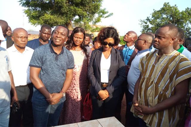 De la gauche vers la droite Le ministre Adedze et les députés Aka Jacqueline et Kodjo Djissenou lors de la pose de la pelmière pierre