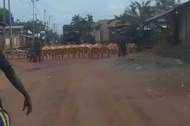 La réunion hebdomadaire du PNP du samedi 17 août 2019 a été dispersée illégalement par les militaires du régime Faure/RPT-UNIR | Photo : DR/Independant Express