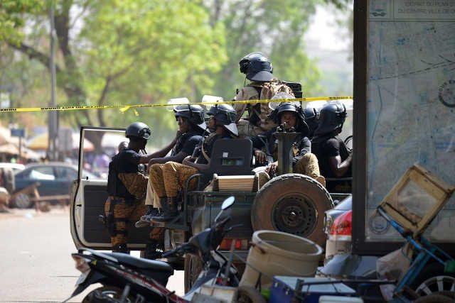 L'armée burkinabè avait aussi subi un revers sans précédent en mars 2018, où une attaque djihadiste avait dévasté son état-major général, en plein centre de la capitale Ouagadougou, faisant huit morts | Photo : AFP