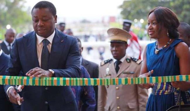Coupure du ruban symbolique par le chef de l'Etat Faure Gnassingbé.