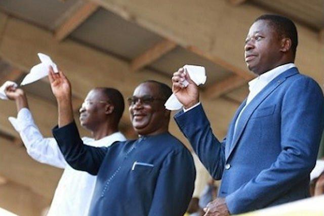 Faure Gnassingbé (d) et son valet de zélé de PM Sélom K. Klassou (c)   Photo : DR