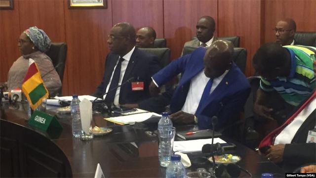 Les ministres à Abuja, le 16 janvier 2020. (VOA/Gilbert Tamba)