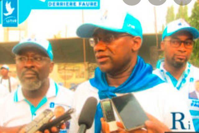Le président de l'Université de Lomé Dodzi Kokoroko (centre) et ses acolytes militant pour le Faure/RPT-UNIR | Photo : DR