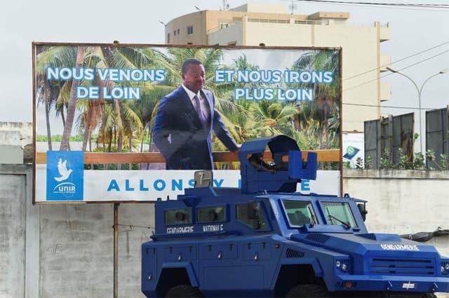 A Lomé, dimanche. Affiche de campagne du président sortant Faure Gnassingbé, proclamé vainqueur avec 72% des voix. Photo Pius Utomi Ekpei. AFP
