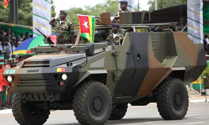L'armée togolaise en parade lors d'un défilé à Lomé