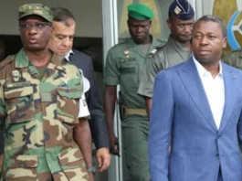 Faure Gnassingbé (d) et son Beau-frère Abalo Félix Kadanga respectivement ministre de la Défense et Chef d'État Major des Armées   Photo : DR