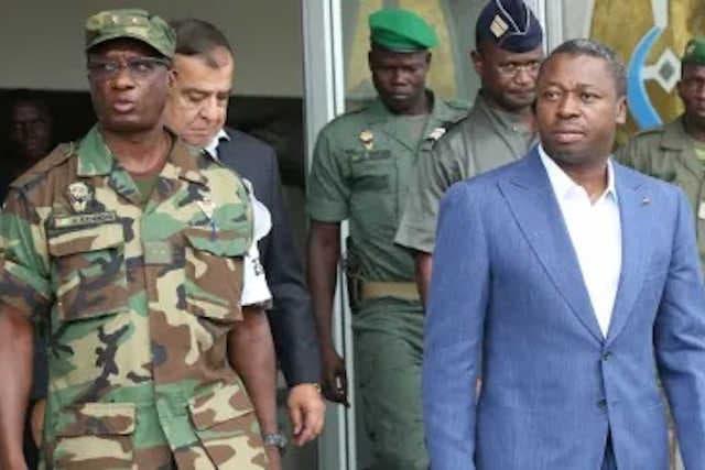 Faure Gnassingbé (d) et son Beau-frère Abalo Félix Kadanga respectivement ministre de la Défense et Chef d'État Major des Armées | Photo : DR