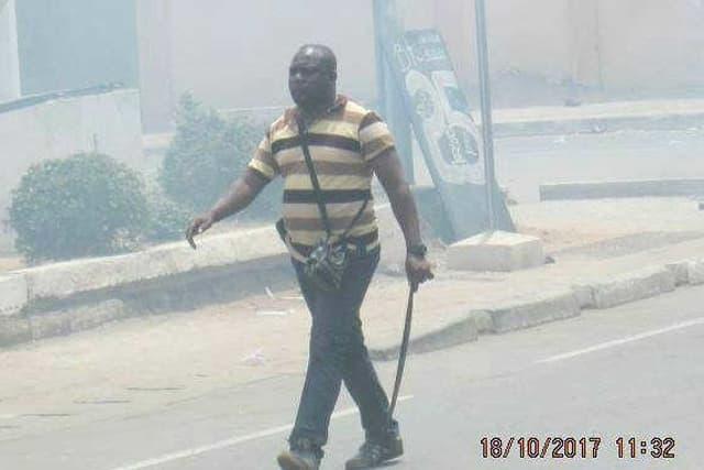 Un des miliciens armés de machette lors de la manifestation de la C14 d'octobre 2017