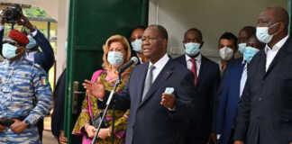 Alassane Ouattara s'exprime après avoir voté, le 31 octobre, à Abidjan. ISSOUF SANOGO/AFP